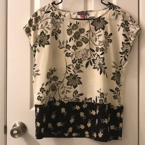 Vince Camuto silky floral top size Small